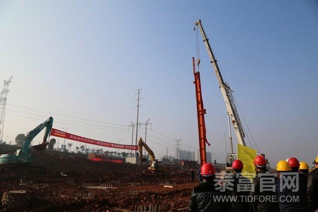 泰富九华工业园二期钢结构厂房主体开始吊装